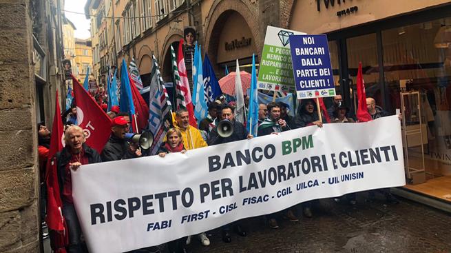 Diamanti, a Lucca la protesta dei dipendenti BancoBpm